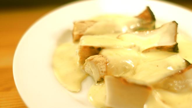エリンギの炭焼きチーズソース